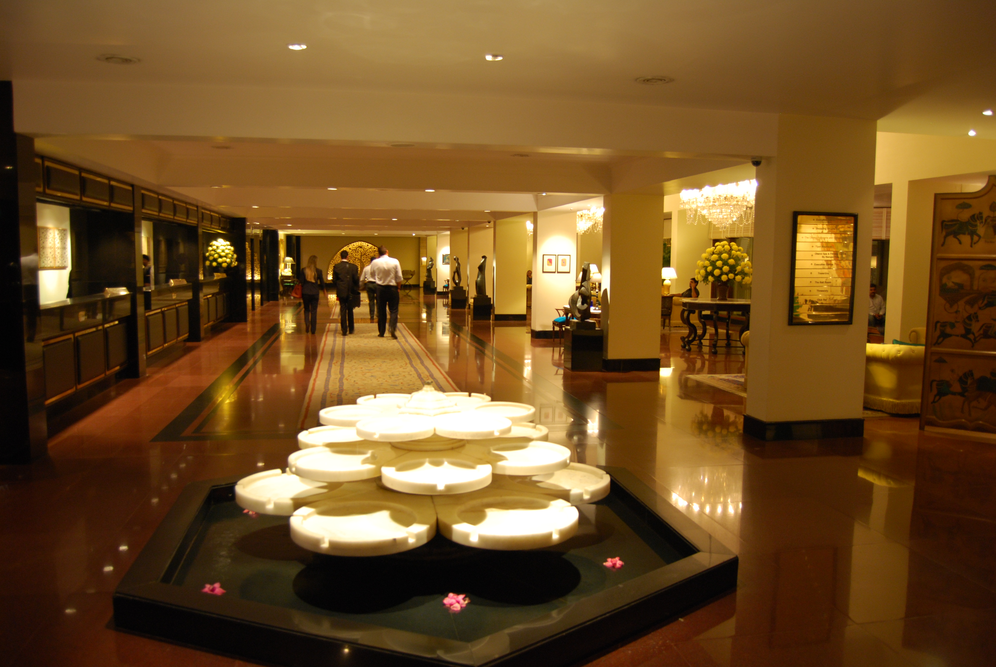 The Oberoi, New Delhi lobby