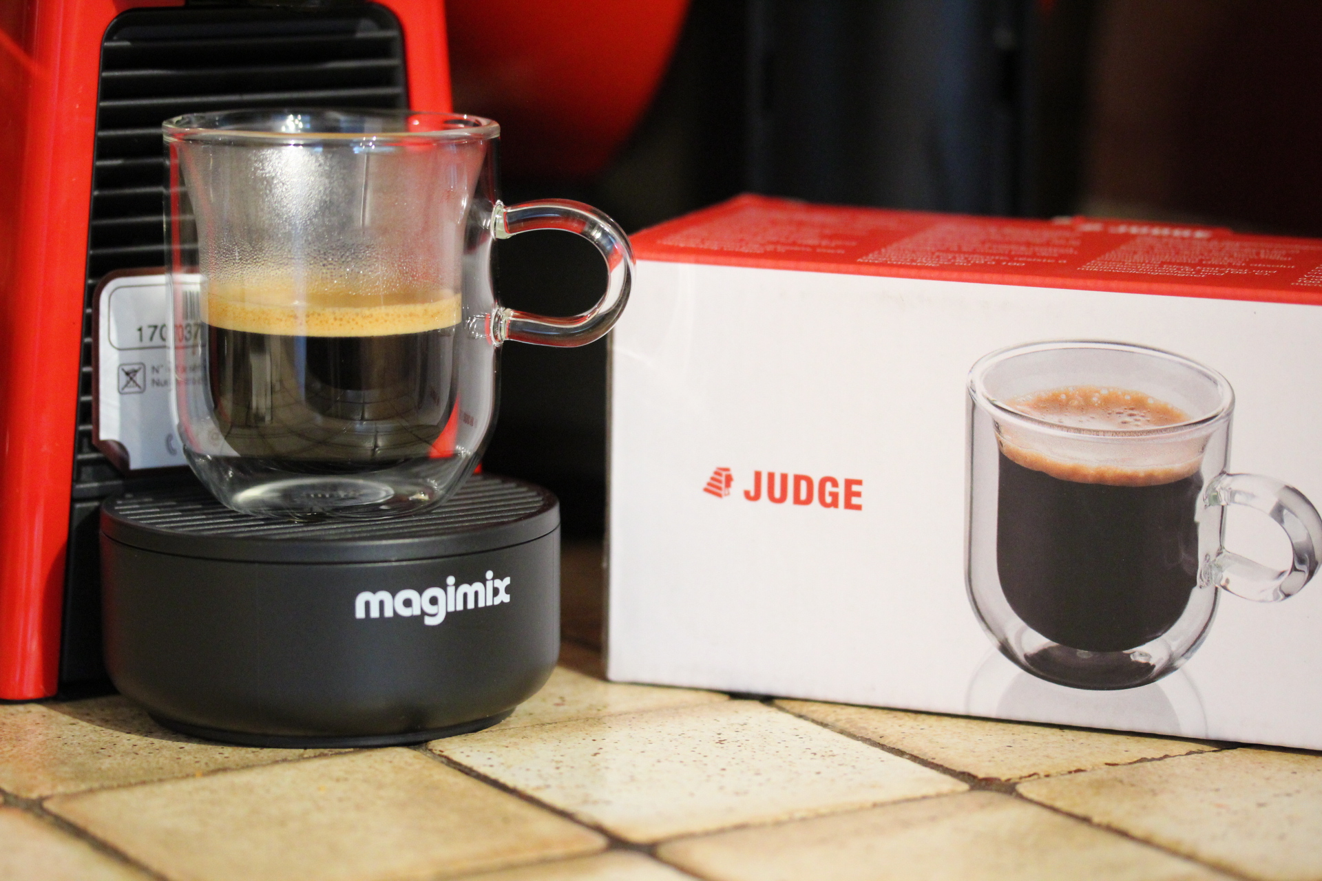 f35b417978a Enter the Judge double walled latte cup. This is thermally insulated using  air pocket construction, which means that the drink remains hot but the  exterior ...